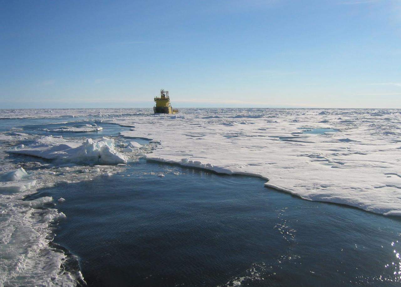 Das Bohrschiff VIDAR VIKING bei der Eisdurchfahrt. Foto: ECORD/IODP